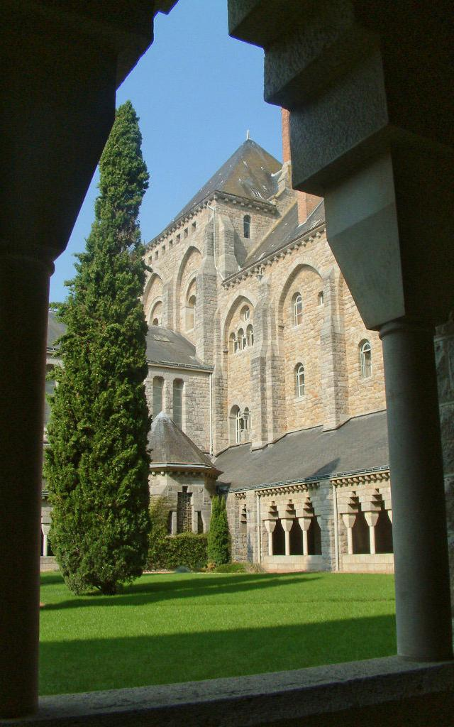 Abbaye De Solesmes Chapelle Et Cloitre